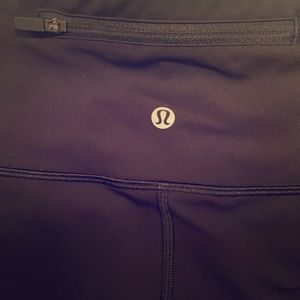 🖤Lululemon size 6 black Capri leggings🖤
